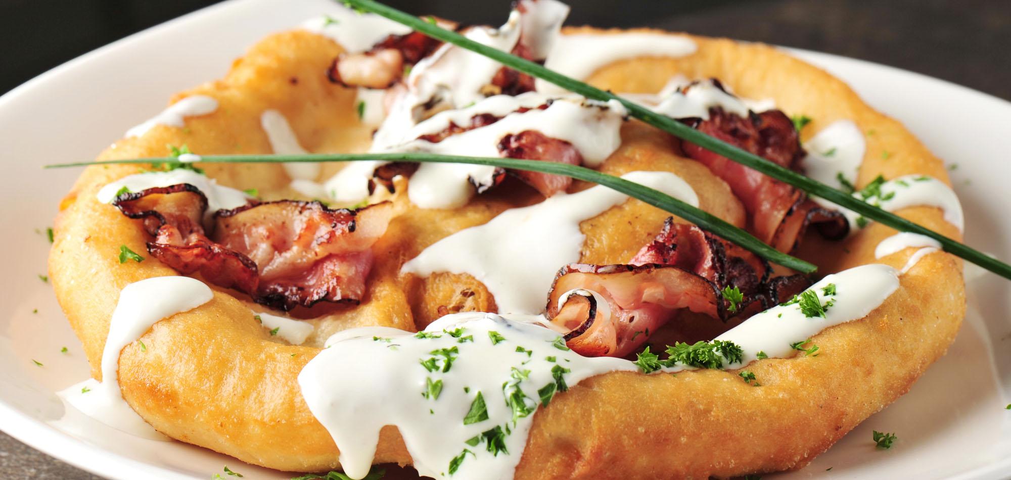 Langosz. Węgierski street food