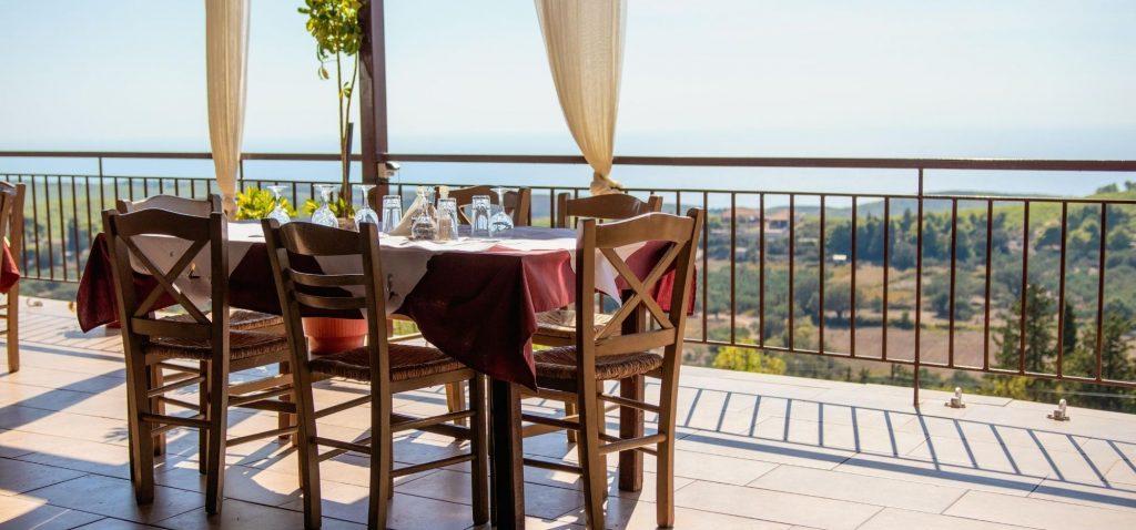 Posiłek w Grecji to nie tylko jedzenie, ale też atmosfera miejsca