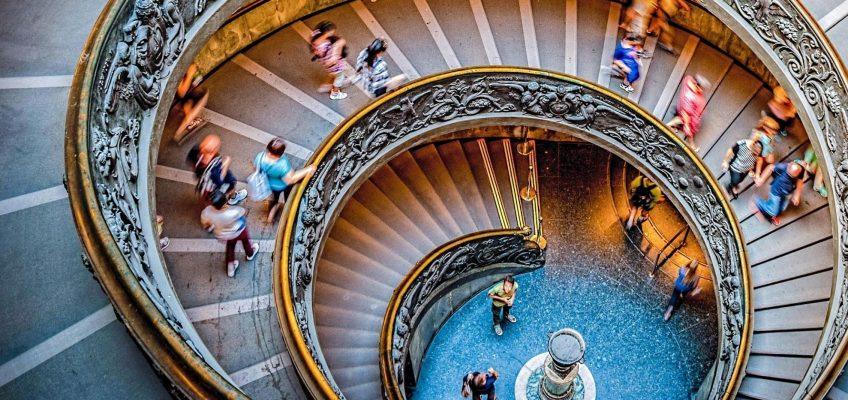 Kartka z kalendarza: Spiralna klatka schodowa w Watykanie