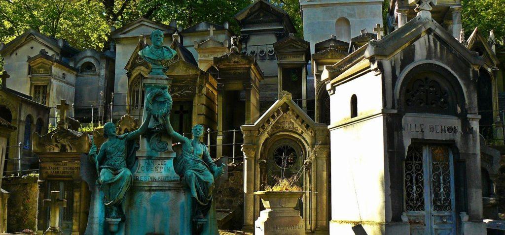 Słynny cmentarz Pere Lachaise w Paryżu