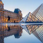 Luwr - Paryż - fontanny wokół piramidy