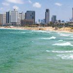 Plaża w nowoczesnym mieście Tel Aviv