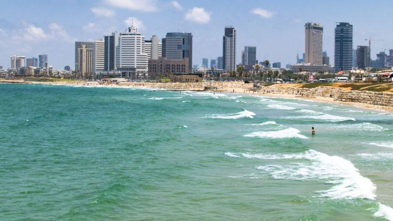 Tel Aviv. Bryła i biel