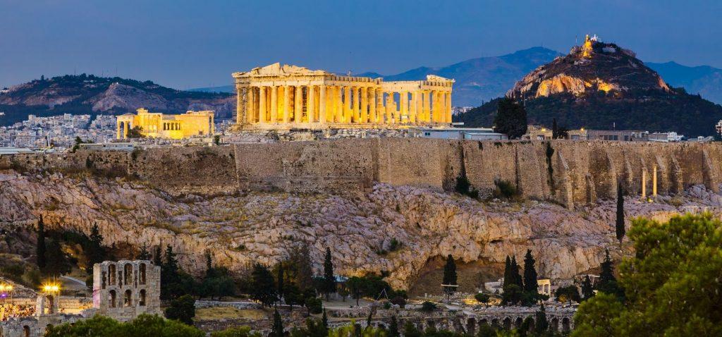 Ikoniczny widok na Ateny ze wzgórza Filopappou