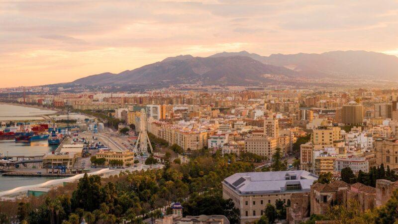 Malaga. Niezapomniana noc ognia, wody i świętych ziół
